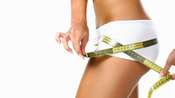 Reduce 6 cm de grasa corporal tomando agua
